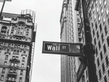 特朗普讲话未能安抚市场 美股震荡剧烈