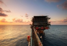 沙特打响石油价格战 分析师称油价或将降到20美元