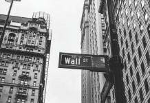 """美国四月份财政赤字创单月记录 整体经济或面临""""大萧条"""""""